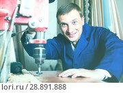 Купить «portrait of man in uniform working with electrical screwdriver o», фото № 28891888, снято 19 января 2019 г. (c) Яков Филимонов / Фотобанк Лори