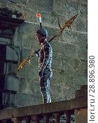 Купить «Film crew and stuntmen prepare for the filming of the upcoming movie 'Avengers: Infinity War' on the Royal Mile in Edinburgh Featuring: Stuntman Where...», фото № 28896980, снято 31 марта 2017 г. (c) age Fotostock / Фотобанк Лори