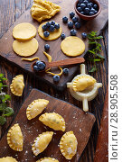 dumpling, pierogi, vareniki with blueberry fillings. Стоковое фото, фотограф Oksana Zh / Фотобанк Лори