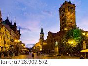 Купить «Torun Town Hall and statue of Copernicus», фото № 28907572, снято 11 мая 2018 г. (c) Яков Филимонов / Фотобанк Лори