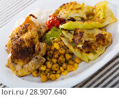 Купить «Fried chicken thighs with garnish», фото № 28907640, снято 21 сентября 2018 г. (c) Яков Филимонов / Фотобанк Лори