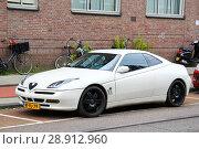 Купить «Alfa Romeo GTV», фото № 28912960, снято 10 августа 2014 г. (c) Art Konovalov / Фотобанк Лори