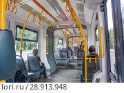 Купить «Салон трёхсекционного трамвая Pesa Fokstrot», фото № 28913948, снято 25 июля 2018 г. (c) Алёшина Оксана / Фотобанк Лори
