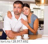 Купить «Girl apologizing to offended boyfriend», фото № 28917692, снято 17 июля 2018 г. (c) Яков Филимонов / Фотобанк Лори