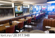Interesting interior of cozy urban restaurant in style of bistro. Стоковое фото, фотограф Яков Филимонов / Фотобанк Лори