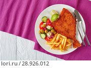 Купить «close-up fried flounder on a plate», фото № 28926012, снято 30 июля 2018 г. (c) Oksana Zh / Фотобанк Лори