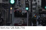 Купить «Evening street with stores, walking people and transport traffic. Spain», видеоролик № 28926716, снято 19 апреля 2018 г. (c) Данил Руденко / Фотобанк Лори