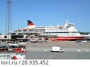 Купить «Пассажирский паром Gabriella компании Viking Line в порту Стокгольма», фото № 28935452, снято 8 августа 2018 г. (c) Светлана Колобова / Фотобанк Лори