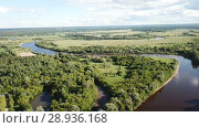 Купить «Panoramic view of gulf meadows at the river Klyazma River, Russia», видеоролик № 28936168, снято 28 июня 2018 г. (c) Яков Филимонов / Фотобанк Лори