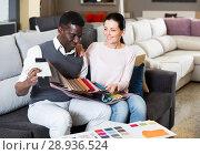 Купить «Active couple is choosing colors for furniture», фото № 28936524, снято 19 февраля 2018 г. (c) Яков Филимонов / Фотобанк Лори