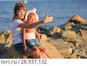 Купить «Children bathe in the sea», фото № 28937132, снято 7 июля 2018 г. (c) Типляшина Евгения / Фотобанк Лори