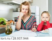 Купить «woman working from home, little daughter asking for attention», фото № 28937944, снято 14 августа 2018 г. (c) Яков Филимонов / Фотобанк Лори