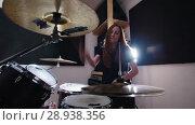 Купить «Girl is very emotional drummer plays the drums in the studio», видеоролик № 28938356, снято 18 ноября 2018 г. (c) Константин Шишкин / Фотобанк Лори