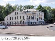 Купить «Москва, 2-ой Кожевнический переулок, дом 2. Здание 1855 года постройки», эксклюзивное фото № 28938504, снято 9 августа 2018 г. (c) Илюхина Наталья / Фотобанк Лори