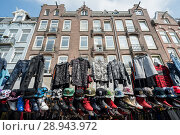 Amsterdam, Netherlands, booth on the Albert Cuypmarkt (2016 год). Редакционное фото, агентство Caro Photoagency / Фотобанк Лори