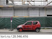 Купить «Berlin, Germany, car wreck in front of a construction site at the Ostbahnhof in Berlin-Mitte», фото № 28946416, снято 13 марта 2016 г. (c) Caro Photoagency / Фотобанк Лори