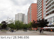 Купить «Berlin, Germany, prefabricated buildings on Anton-Saefkow-Platz in Berlin-Fennpfuhl», фото № 28946656, снято 19 июня 2016 г. (c) Caro Photoagency / Фотобанк Лори