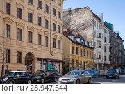 Berlin, Germany, two-storey old building in Schlesische Strasse in Berlin-Kreuzberg (2017 год). Редакционное фото, агентство Caro Photoagency / Фотобанк Лори