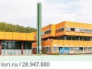 Купить «Berlin, Germany, ruin of the Diesterweg Gymnasium in the Swinemuender Strasse in Berlin-Gesundbrunnen», фото № 28947880, снято 9 июля 2017 г. (c) Caro Photoagency / Фотобанк Лори