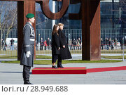 Berlin, Germany - Federal Chancellor Angela Merkel receives the Prime Minister of the Republic of Iceland, Katrín Jakobsdottir, with military honors in the honorary court of the Federal Chancellery. (2018 год). Редакционное фото, агентство Caro Photoagency / Фотобанк Лори