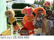Купить «Синтепоновые куклы», фото № 28954440, снято 1 мая 2018 г. (c) Марина Шатерова / Фотобанк Лори
