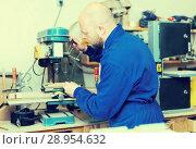 Купить «craftsman working with unfinished guitar», фото № 28954632, снято 19 августа 2018 г. (c) Яков Филимонов / Фотобанк Лори