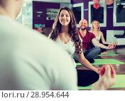 Купить «Coach showing to learners yoga posture», фото № 28954644, снято 8 июля 2020 г. (c) Яков Филимонов / Фотобанк Лори