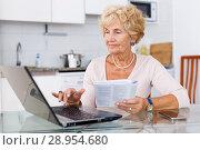 Купить «Woman searching on internet», фото № 28954680, снято 11 июля 2018 г. (c) Яков Филимонов / Фотобанк Лори