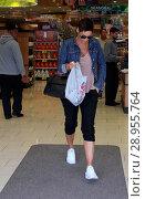 Купить «Nicole Mitchell Murphy shops at Rite Aid Featuring: Nicole Mitchell Murphy Where: Beverly Hills, California, United States When: 06 Apr 2017 Credit: WENN.com», фото № 28955764, снято 6 апреля 2017 г. (c) age Fotostock / Фотобанк Лори