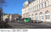 Купить «Трамвай маршрута № 6 на Кронверкском проспекте весенним днем. Санкт-Петербург», видеоролик № 28957304, снято 7 апреля 2018 г. (c) Виктор Карасев / Фотобанк Лори