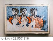 """Купить «Фреска """"Дамы в синем"""" из Кносского Дворца. Археологический музей в Ираклионе, Крит, Греция», фото № 28957816, снято 5 июня 2017 г. (c) Наталья Волкова / Фотобанк Лори"""