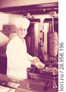 Купить «man cook making kebab dish on kitchen in fast food restaurant», фото № 28958196, снято 15 октября 2018 г. (c) Яков Филимонов / Фотобанк Лори