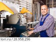 Купить «Labour working on lathe machine», фото № 28958296, снято 16 августа 2018 г. (c) Яков Филимонов / Фотобанк Лори