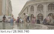 Купить «People have a rest around the fountain near the Gostinniy Dvor in Moscow», видеоролик № 28960740, снято 25 июля 2018 г. (c) Ирина Мойсеева / Фотобанк Лори