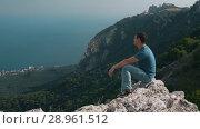 Купить «Traveler watching the picturesque view», видеоролик № 28961512, снято 10 августа 2018 г. (c) Илья Шаматура / Фотобанк Лори