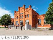 Купить «Железнодорожный вокзал. Вышний Волочек», эксклюзивное фото № 28973200, снято 5 августа 2018 г. (c) Александр Щепин / Фотобанк Лори