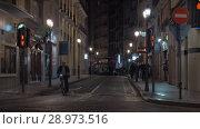 Купить «Night street view in Spain», видеоролик № 28973516, снято 19 апреля 2018 г. (c) Данил Руденко / Фотобанк Лори