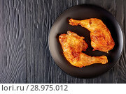 Купить «tasty fried chicken legs, top view», фото № 28975012, снято 4 августа 2018 г. (c) Oksana Zh / Фотобанк Лори