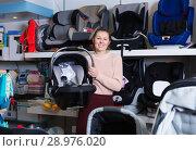 Купить «female buyer with infant's car cradle», фото № 28976020, снято 19 декабря 2017 г. (c) Яков Филимонов / Фотобанк Лори