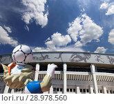 Купить «Official mascot of the 2018 FIFA World Cup in Russia-- wolf Zabivaka and Luzhniki Olympic Complex -- Stadium for the 2018 FIFA World Cup. Moscow», фото № 28978560, снято 10 августа 2018 г. (c) Владимир Журавлев / Фотобанк Лори