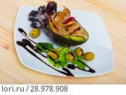 Купить «Fried legs of quail served with balsamic pasta and avocado with greens», фото № 28978908, снято 19 июня 2019 г. (c) Яков Филимонов / Фотобанк Лори