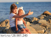Купить «Children bathe in the sea», фото № 28981240, снято 7 июля 2018 г. (c) Типляшина Евгения / Фотобанк Лори