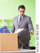 Купить «The male employee collecting his stuff after redundancy», фото № 28983508, снято 14 мая 2018 г. (c) Elnur / Фотобанк Лори