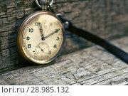 Купить «Antique swiss pocket watch on the wooden boards», фото № 28985132, снято 3 июля 2018 г. (c) Георгий Дзюра / Фотобанк Лори
