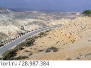 Road in mountains. Views of Ein Avdat, Zin Valley. Negev, desert and semidesert region of southern Israel (2018 год). Стоковое фото, фотограф Валерия Попова / Фотобанк Лори