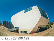 Купить «Дом Музыки (Casa Da Musica) в Порту, Португалия. Солнечный день», эксклюзивное фото № 28990128, снято 24 мая 2020 г. (c) Сергей Цепек / Фотобанк Лори