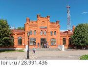 Купить «Железнодорожный вокзал. Вышний Волочек», эксклюзивное фото № 28991436, снято 5 августа 2018 г. (c) Александр Щепин / Фотобанк Лори