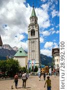 Cortina, Italy - JUL 13, 2018: Basilica dei Santi Filippo e Giacomo on square of Angelo Dibona in Cortina d'Ampezzo. Редакционное фото, фотограф Юлия Кузнецова / Фотобанк Лори
