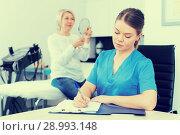 Cosmetician prescribing procedures to senior lady. Стоковое фото, фотограф Яков Филимонов / Фотобанк Лори