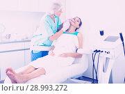 Купить «Woman during beauty facial injections», фото № 28993272, снято 28 июля 2017 г. (c) Яков Филимонов / Фотобанк Лори